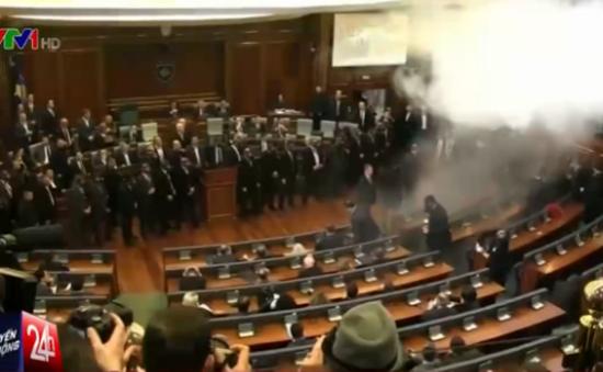 Các nghị sỹ Kosovo xịt khí gas vào nhau trong cuộc họp Quốc hội