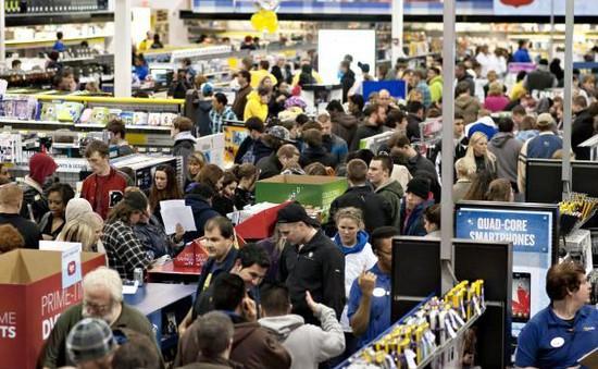 Doanh số bán hàng trực tuyến tăng cao dịp Black Friday