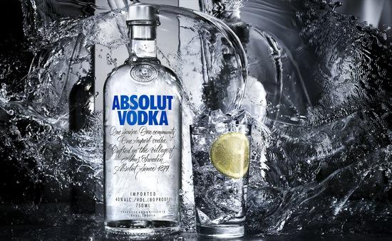 Mỹ: Mẹ vào tù vì để Vodka trong chai nước của con