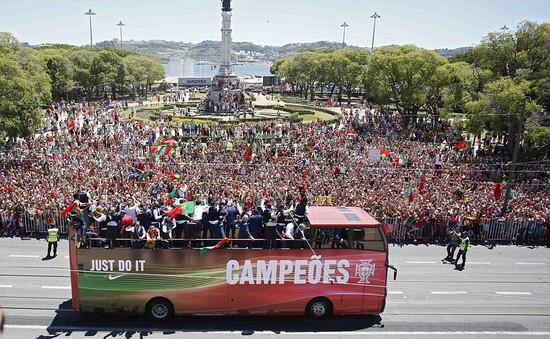 ĐT Bồ Đào Nha được chào đón tưng bừng ở quê nhà
