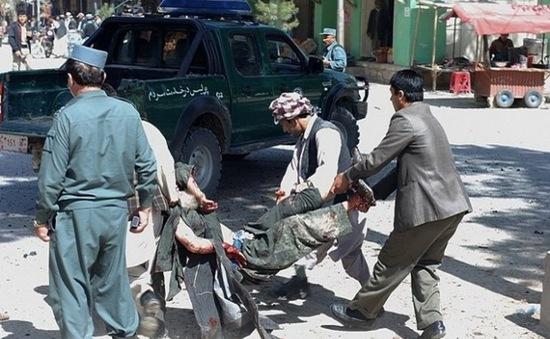 Đánh bom liều chết cạnh đồn cảnh sát tại Afghanistan, hàng chục người thương vong