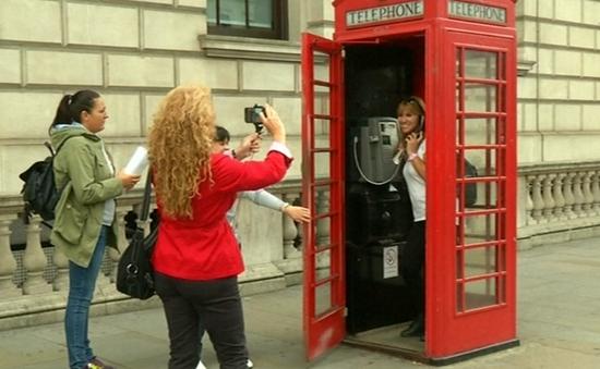 Độc đáo văn phòng làm việc trong bốt điện thoại công cộng