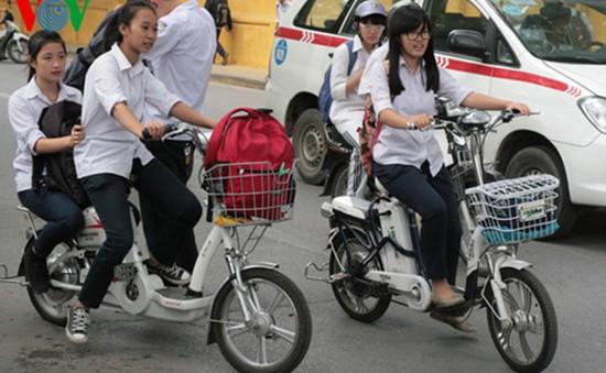 Quy định buộc thôi học 1 tuần nếu vi phạm luật giao thông: Nhiều ý kiến trái chiều