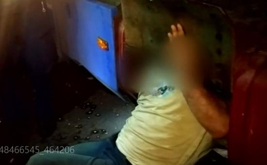 Hungary: Triệt phá băng đảng buôn người di cư trong các thùng chứa nhiên liệu