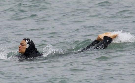 Pháp: Thị trấn Sisco không bỏ lệnh cấm mặc đồ bơi burkini