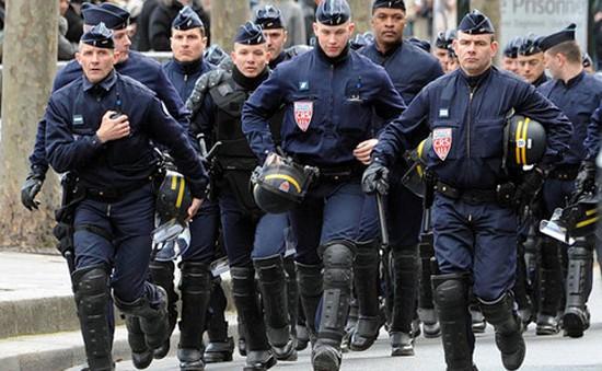 Pháp sẽ tăng đội vệ binh quốc gia lên 84.000 người