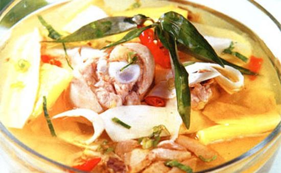 Cách nấu thịt gà om măng chua ngon đúng điệu