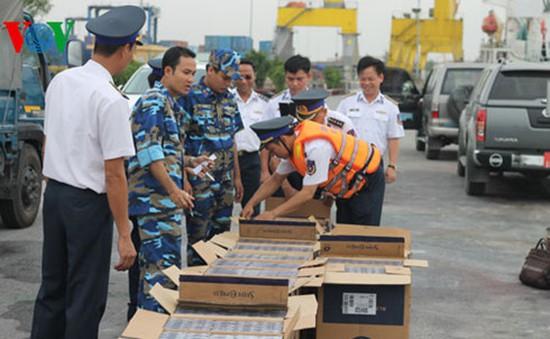 Cảnh sát biển bắt giữ tàu chở than và thuốc lá lậu tại Quảng Ninh