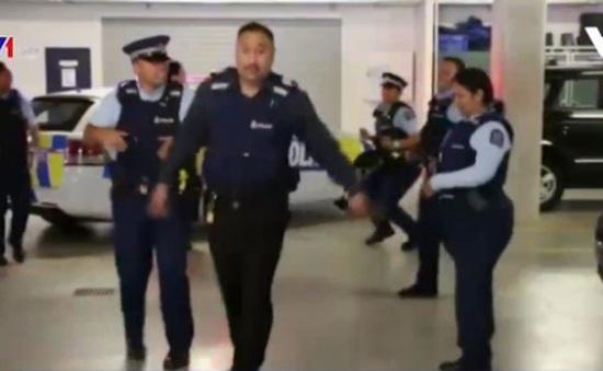 """Cảnh sát New Zealand """"gây sốt"""" với video nhảy múa"""