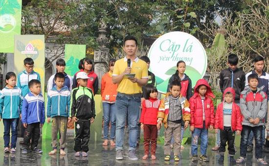 """Xúc động khoảnh khắc viết tiếp ước mơ cho """"lá chưa lành"""" tại Thái Bình"""