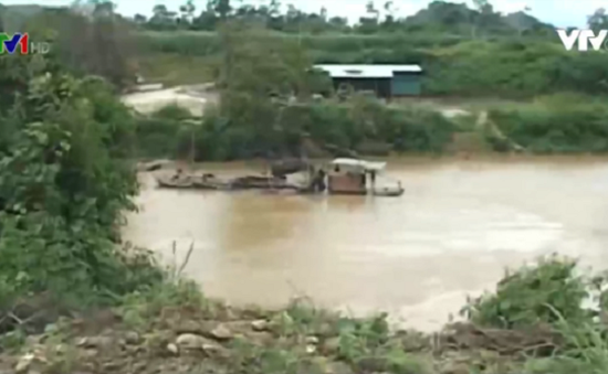 Sông Krông Nô sạt lở nghiêm trọng do khai thác cát trái phép
