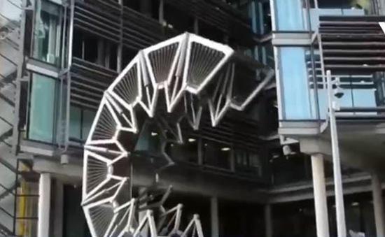 Độc đáo cây cầu có thể... cuộn tròn tại London