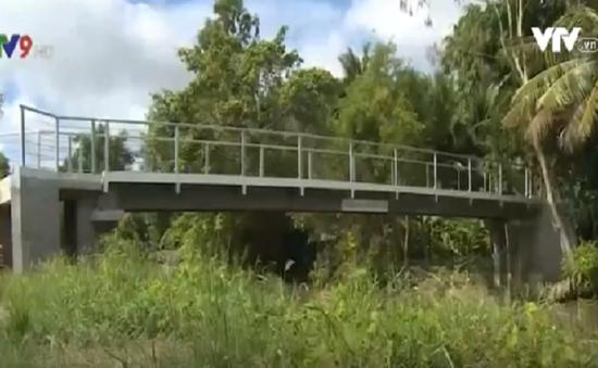 Thiếu kinh phí, xây cầu không xây mố tại Hậu Giang