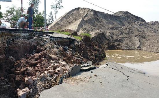 Hải Phòng: Đường dẫn cầu phao sông Hóa sạt lở, giao thông đình trệ