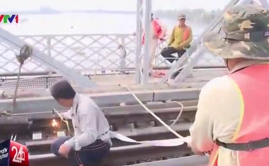 Bắt đầu tiến hành trục vớt cầu Ghềnh ở Đồng Nai