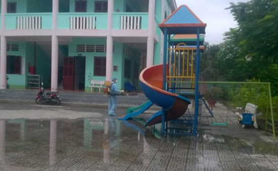Hàng trăm học sinh trở lại trường sau dịch tay chân miệng ở Hậu Giang
