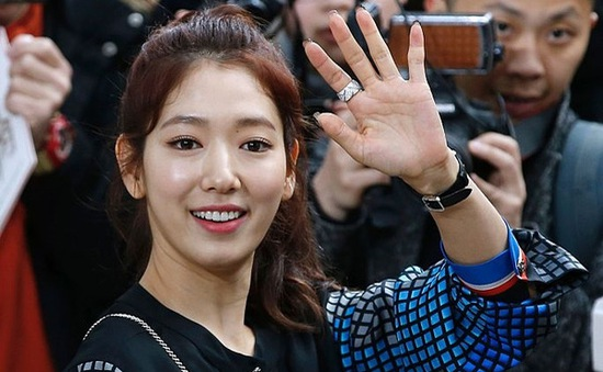 Park Shin Hye xinh khó cưỡng tại show diễn của Chanel