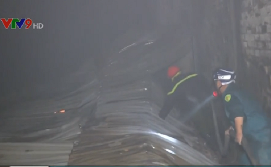 Cà Mau: Cháy xưởng đóng tàu trong khu dân cư