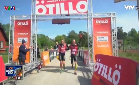 240 cặp vận động viên thi chạy và bơi phối hợp tại đảo Uto (Thụy Điển)
