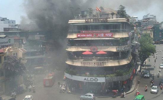 """Dập tắt nhanh vụ cháy gần tòa nhà """"Hàm cá mập"""" giữa Thủ đô"""