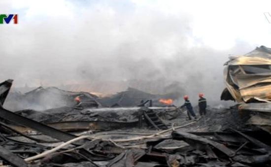Cháy hàng nghìn m2 xưởng sản xuất bao bì tại Long An