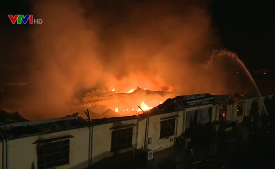 VIDEO hiện trường kinh hoàng vụ cháy nhà máy nến ở Hải Phòng