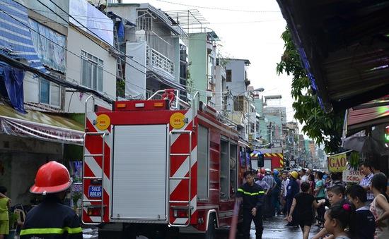 Cháy nhà 2 tầng tại TP.HCM, nhiều người hốt hoảng