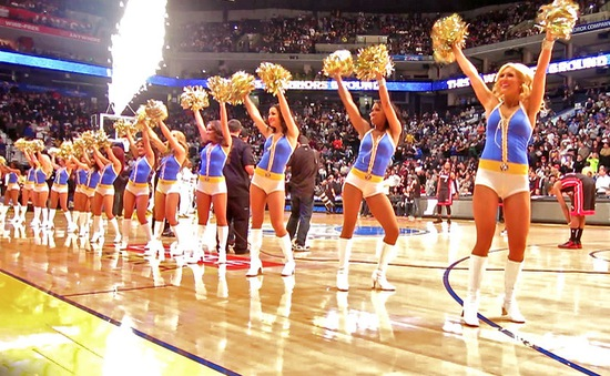 Công việc của cheerleader tại 1 trận đấu NBA