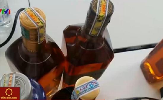 """Tem nhãn rượu ngoại giả mặc sức """"tung hoành"""" trên thị trường"""