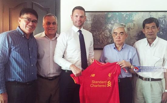 Liverpool ngỏ ý sang Việt Nam thi đấu trong buổi làm việc với VFF