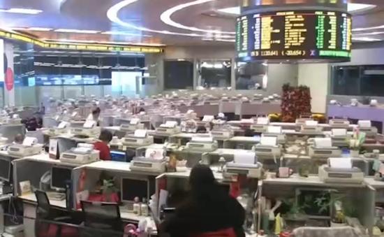 Chứng khoán Trung Quốc đồng loạt giảm điểm mạnh