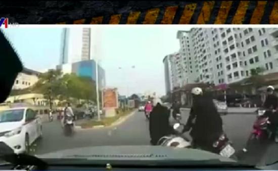 Chen lấn qua ngã tư - Nguy cơ tiềm ẩn tai nạn giao thông