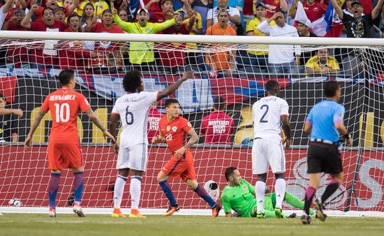 VIDEO Colombia 0-2 Chile: Nhiệm vụ bảo vệ ngôi vương sắp hoàn thành