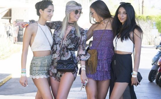 """""""Săm soi"""" phong cách mùa hè phóng khoáng tại Coachella"""