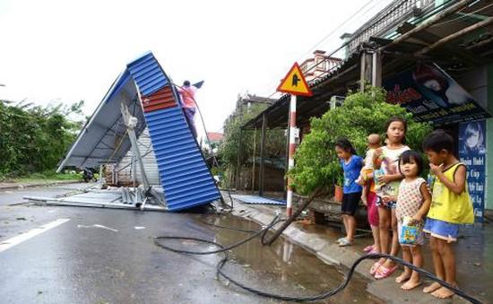 Hà Nam: Gần 1000 ngôi nhà bị tốc mái do bão số 1