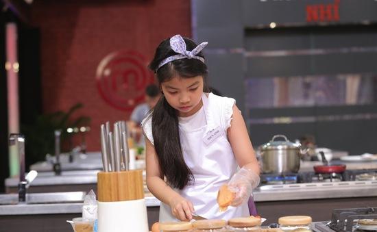 """Vua đầu bếp nhí: """"Công chúa thỏ"""" khiến giám khảo Tịnh Hải mê mệt"""