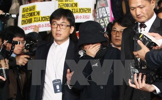 Công tố viên Hàn Quốc xin lệnh bắt nhân vật trung tâm bê bối chính trị