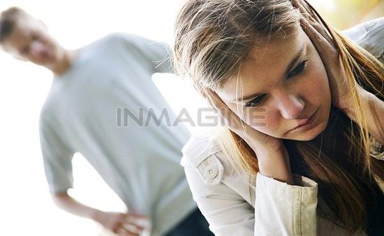 Làm gì khi người yêu bị tán tỉnh?