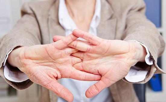 Bẻ khớp ngón tay tốt cho sức khỏe