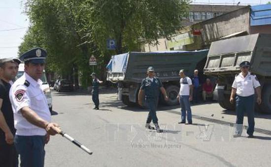 Bạo loạn tại Armenia, tướng cảnh sát bị bắt làm con tin
