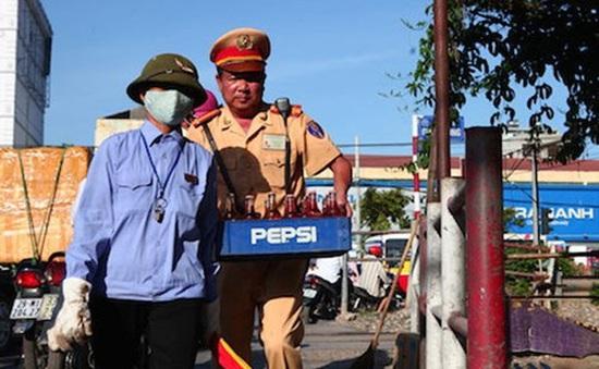 Ấm lòng nghĩa cử cao đẹp của Trung tá CSGT Phạm Văn Tuyến