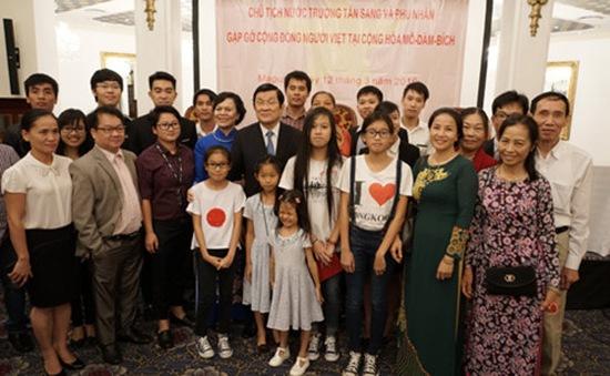 Chủ tịch nước gặp gỡ cộng đồng người Việt tại Mozambique