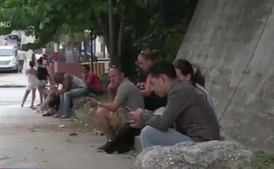 Cuba lắp đặt gần 100 điểm phát wifi công cộng