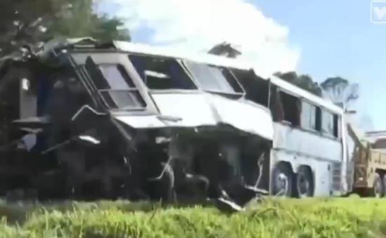 Cướp xe khách gây tai nạn ở Brazil, 10 người thiệt mạng