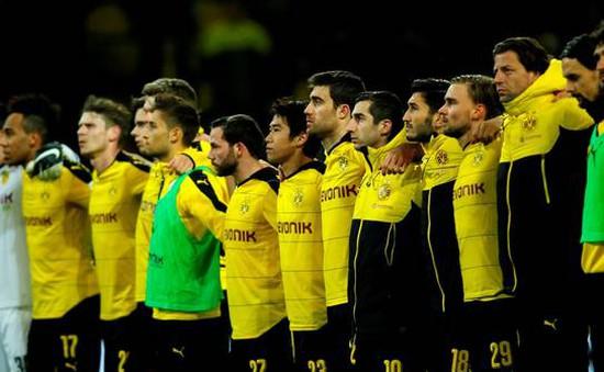 CĐV Dortmund đột tử trên khán đài giữa trận đấu