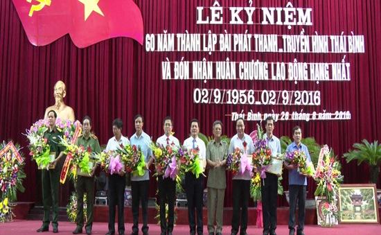 """Trao tặng Kỷ niệm chương """"Vì sự nghiệp Truyền hình Việt Nam"""" cho các cá nhân của tỉnh Thái Bình"""