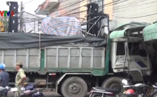 Đồng Nai: Xe tải mất phanh tông vào nhà dân