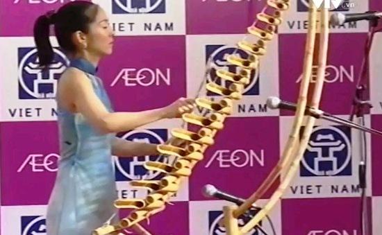 Nghệ sĩ Nhật chọn gắn bó với đàn T'rưng Việt Nam