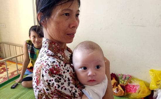 Đáng thương bé gái bị bỏ rơi khi sinh mắc viêm phổi nặng