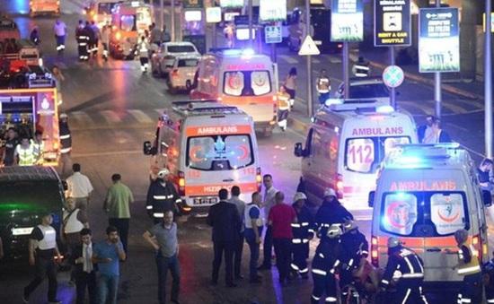 Hành khách sợ hãi, hỗn loạn sau vụ đánh bom ở sân bay Thổ Nhĩ Kỳ